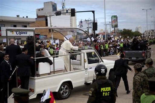 Cientos de miles abarrotan misa del Papa en Bolivia