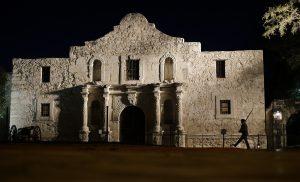 El Alamo fue uno de cinco lugares españoles católico romanos conocidos como las Misiones de San Antonio que recibieron la codiciada clasificación para impulsar el turismo. Foto: AP