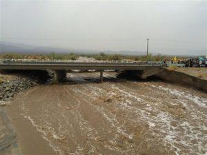 quipos de emergencias trabajan tras el derrumbe del tramo en dirección este, el domingo 19 de julio de 2015, en Desert Center, California.. (Jefe Geoff Pemberton/CAL FIRE/Bomberos del condado de Riverside via AP) ATRIBUCION OBLIGATORIA