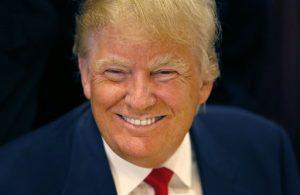 El aspirante presidencial republicano propuso el mes pasado la construcción de un muro en la frontera entre México y Estados Unidos. Foto: AP