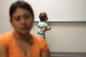 El miedo de muchos inmigrantes radica en las leyes contra los indocumentados, en la carencia del idioma, y en la inseguridad del empleo. Foto: AP