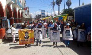 Familiares de los normalistas desaparecidos de Ayotzinapa visitaron el jueves Atenco donde reiteraron su llamado a que se abran nuevas líneas de investigación. Foto: Agencia Reforma