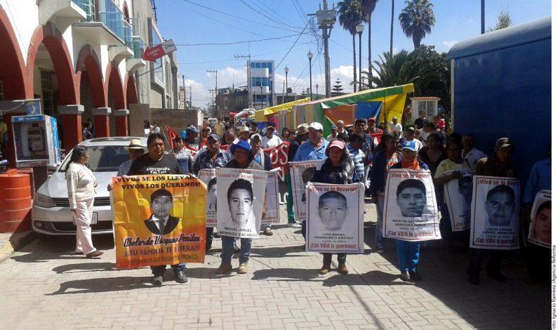 Familiares de normalistas de Ayotzinapa visitan Atenco
