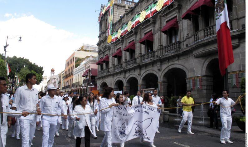 Marchan estudiantes en Puebla contra la inseguridad
