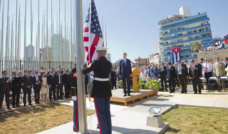 Bandera de EU flamea en nueva embajada en Cuba
