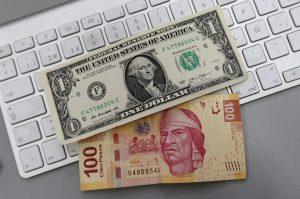 Sigue la tendencia alcista del dólar y el peso se debilita. Foto: Notimex