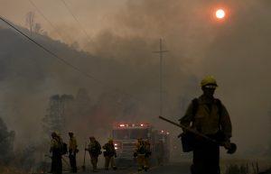 Por este incendio cerca de siete mil 500 estructuras aún permanecen bajo riesgo de ser destruidas. Foto: AP