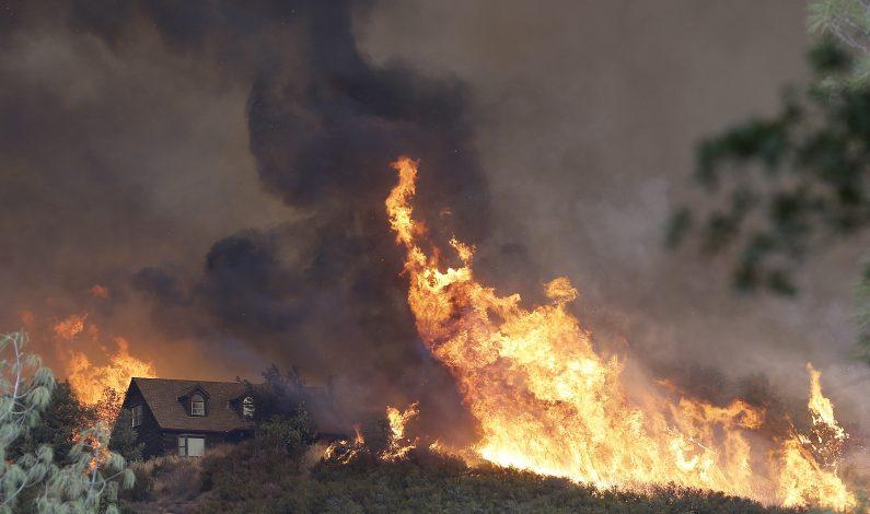 """Incendio """"Rocky"""" devasta norte de California"""