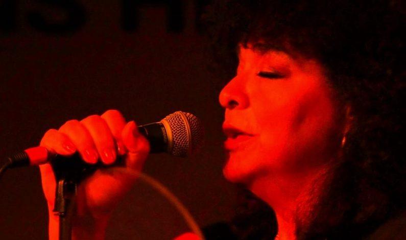 Carmela Ramírez en el Downtown Glendale Jazz Jam