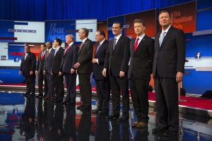 Los spirantes presidenciales republicanos, de izquierda a derecha Chris Christie, Marco Rubio, Ben Carson, Scott Walker, Donald Trump, Jeb Bush, Mike Huckabee, Ted Cruz, Rand Paul y John Kasich. Foto: AP