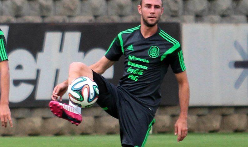 Mexicano Miguel Layún contento de jugar en Premier League