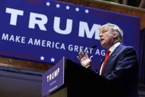 Trump se encuentra en lo más alto de cinco encuestas a nivel nacional en base a las cuales se decidió quiénes participarían en el debate entre precandidatos del jueves en Cleveland. Foto: AP