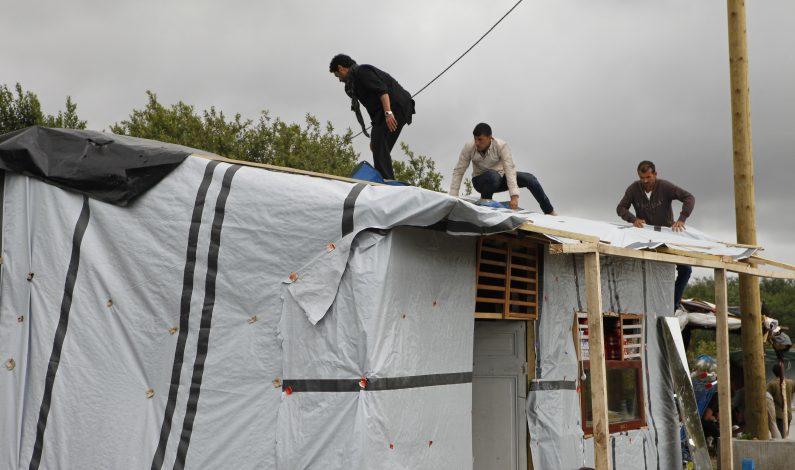 Francia construirá un campamento humanitario para migrantes en Calais