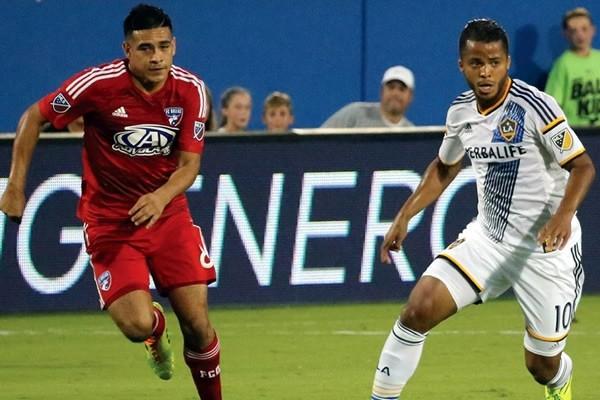 Galaxy vence a Dallas con asistencia de Gio