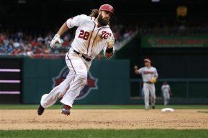 Jayson Werth, de los Nacionales, cruza la tercera base y se enfila a anotar en el quinto inning del encuentro. Foto: AP