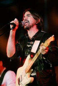 el rockero colombiano Juanes canta en el evento especial #ShareHumanity en la sede de la ONU en Nueva York. Foto: AP
