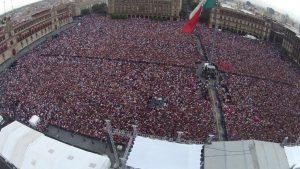 Más de 120 mil personas reunidas en el homenaje a Cri-Cri en el Zócalo de la Ciudad de México. Foto: Cortesía de Televisa