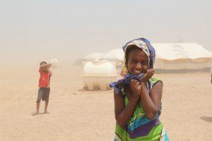 Una niña y su hermano en el campo de refugiados para yemeníes Markazi, en Yibuti. Foto: Notimex