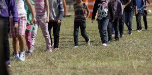 En el año fiscal 2015 hasta junio, se reportó en el sector Yuma un aumento del 103 por ciento en la detección de niños y adolescentes indocumentados. Foto: AP