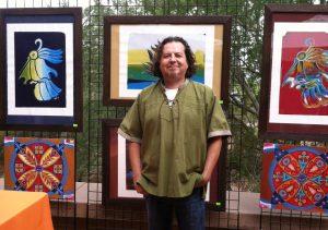 Oliverio Balcell, encargado del Departamento de Arte en Español del Phoenix Center for the Arts. Foto: Cortesía