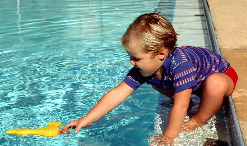 Phoenix ofrece clases de natación a bajo costo
