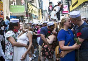 El evento de este viernes complementó a otros actos conmemorativos del fin de la Segunda Guerra Mundial. Foto: AP