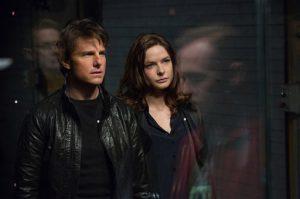 """Tom Cruise y Rebecca Ferguson en una escena de """"Mission: Impossible - Rogue Nation"""", que fue la película más taquillera de la semana, se informó el domingo 2 de agosto del 2015. (David James/Paramount Pictures and Skydance Productions via AP)"""