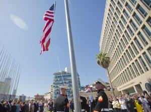 La nueva embajada estadounidense es un edificio vidriado de siete pisos ubicado frente al Malecó de La Habana. Foto: AP