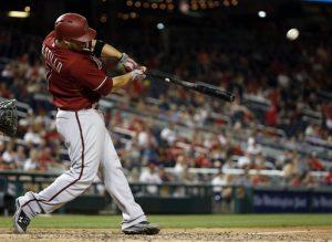 Welington Castillo pega un jonrón de tres carreras en el octavo inning. Foto: AP