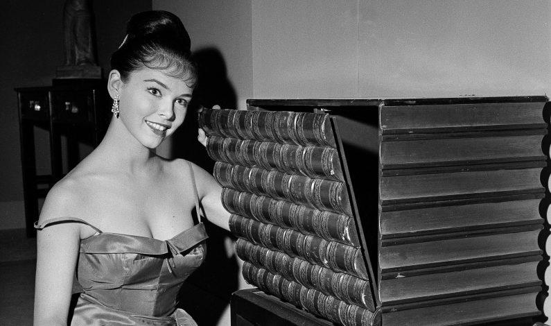 """Fallece Yvonne Craig, la """"Batichica"""" de los años 60"""