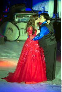"""Lucía Méndez y Juan Gabriel estuvieron cerca de darse un beso en la boca cuando interpretaron juntos """"Un alma en pena"""". Foto: Agencia Reforma"""