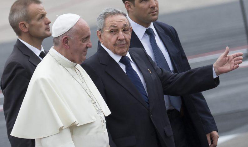 Raúl Castro agradece apoyo del Papa en normalización con EU