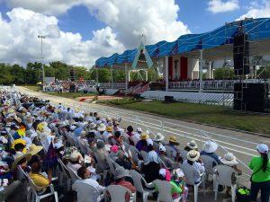 En la primera visita de un Papa a la ciudad de Holguín, al suroeste de Cuba, Francisco llamó a miles de fieles a seguir a Jesús superando los propios preconceptos y las resistencias al cambio. Foto: Notimex