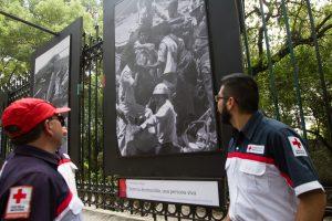 """La Secretaría de Gobernación, a través de la Coordinación Nacional de Protección Civil inauguró la exposición fotográfica """"Sismos de 1985 en la memoria de México"""". Foto: Notimex"""