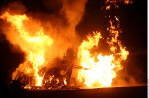 Personal de Bomberos de Tlalnepantla y de otros municipios aledaños acudieron a atender la emergencia. Foto: AR