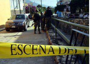 Según el reporte policiaco, el cuerpo del ex funcionario municipal Felipe Loyo Malabar se encontró en el interior de un vehículo marca Volkswagen tipo Jetta. Foto: AR