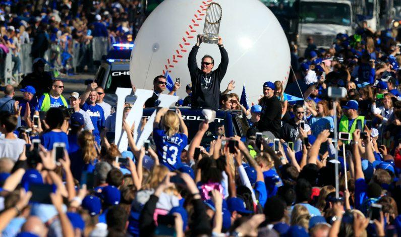 Reales festejan campeonato con desfile ante sus fans