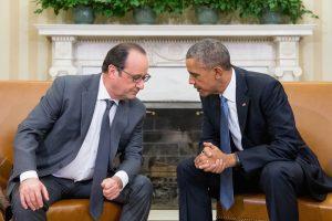 El encuentro privado entre los dos líderes tuvo lugar en la Oficina Oval y busca poner de relieve la amistad y solidaridad entre los pueblos de Francis y Estados Unidos. Foto: AP