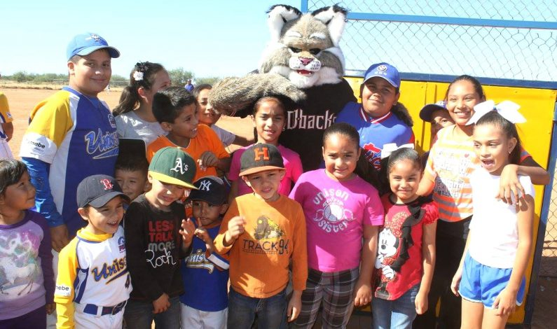 Baxter visitó Hermosillo y convivió con peloteritos y fans