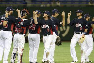 Los jugadores de Estados Unidos festejan tras vencer a México en las semifinales del torneo Premier12. Foto: AP