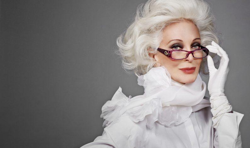Modela Carmen Dell'Orefice sus 84 con orgullo