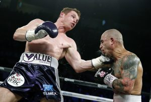 """La ovación para el """"Canelo"""" y abucheos para Cotto predominaron en la pelea. Foto: AP"""
