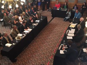 Durante la reunión el gobernador pidió a los legisladores que se apoye con recursos el nuevo cuerpo de seguridad fronteriza integrado por policías estatales. Foto: Tomada del Twitter de Doug Ducey