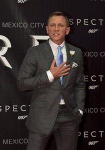 "El actor Daniel Craig posa para los fotógrafos sobre la alfombra roja del estreno regional dela última película de James Bond, ""Spectre"". Foto: AP"