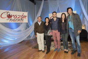 De izquierda a derecha Marco Vinicio, productor asociado, Mapat, productora ejecutiva, Pablo Lyle, Thelma Madrigal y Diego Olivera. Foto: Cortesía de Televisa