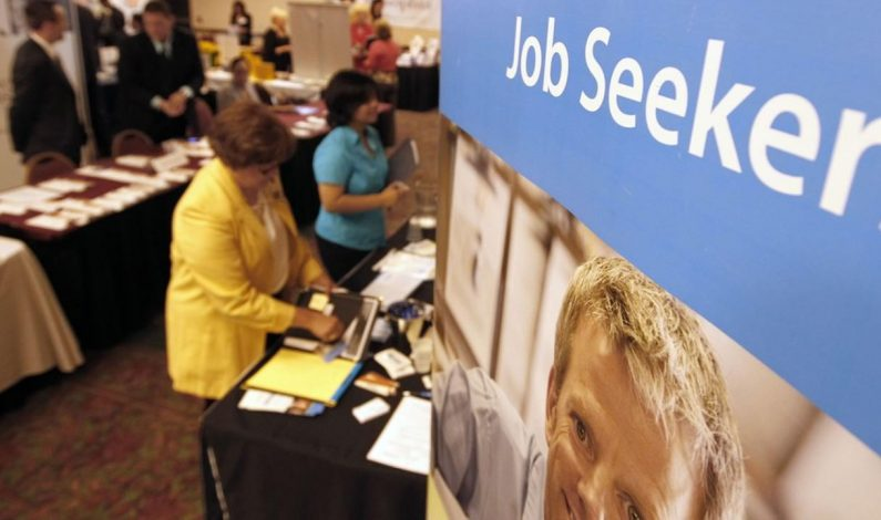 Aumentan pedidos de ayuda por desempleo en EEUU
