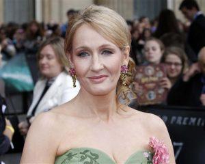 La escritora británica J.K. Rowling aseguró que no ha abandonado la literatura infantil. Foto: AP