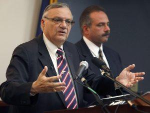 Joe Arpaio con el investigador Michael Zullo. Foto: AP