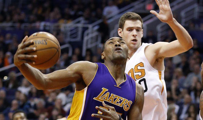 Con 'triple doble' de Knight, Suns vencen a Lakers