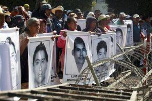 La desaparición de 43 estudiantes a manos de policías de Iguala el 26 de septiembre de 2014 puso a México en la mira internacional. Foto: AP